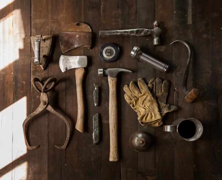 tools-498202_960_720-768x623